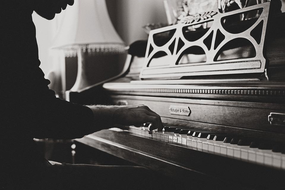 La bonne position des bras pour jouer du piano
